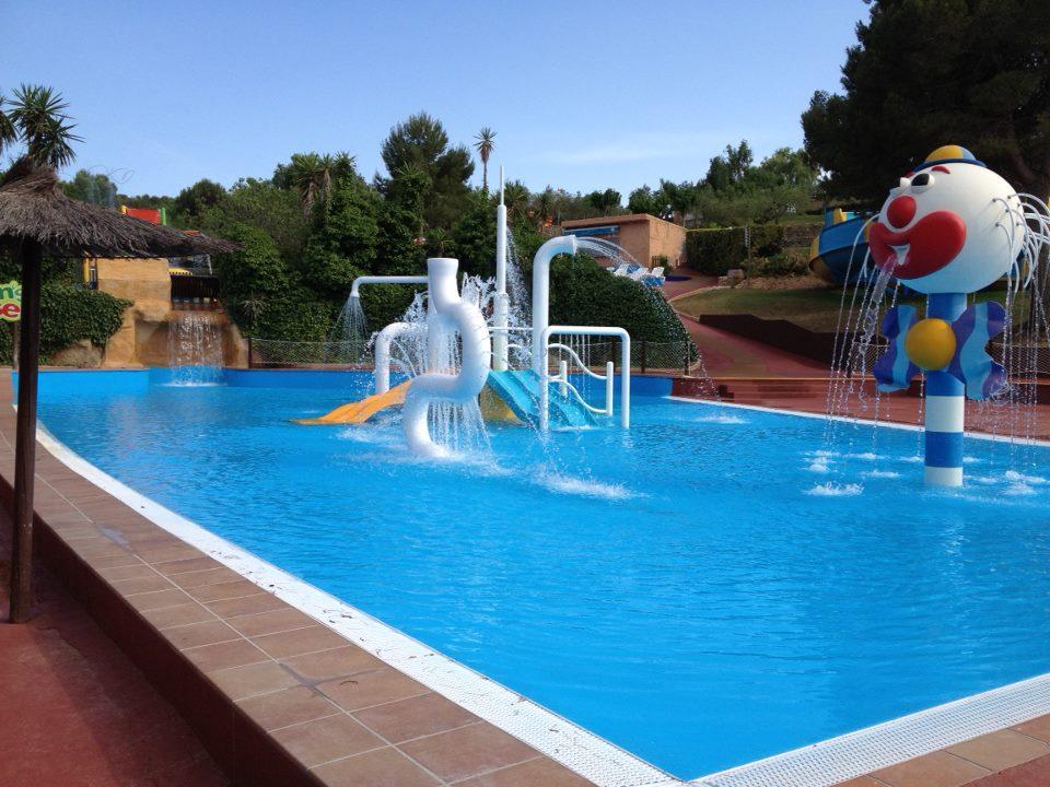 Noticias recoder piscines maresme construcci n de for Piscinas con toboganes para ninos